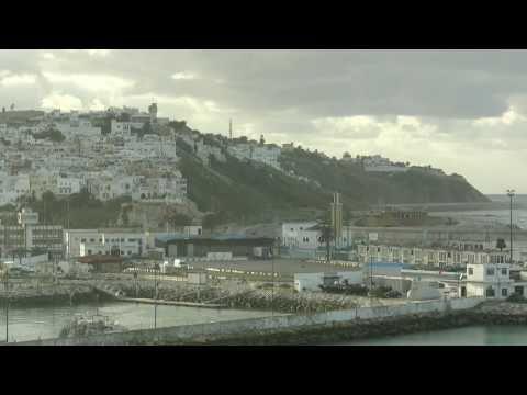 AIDA Cara Marokko-Stopp: Das Kreuzfahrtschiff im Hafen von Tanger