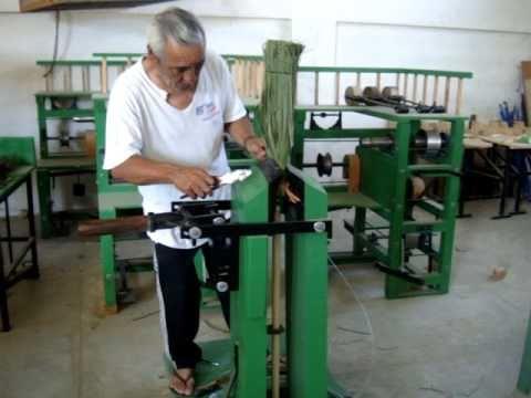 Costura de alambre en escoba de fibra de palma youtube - Escobas de palma ...