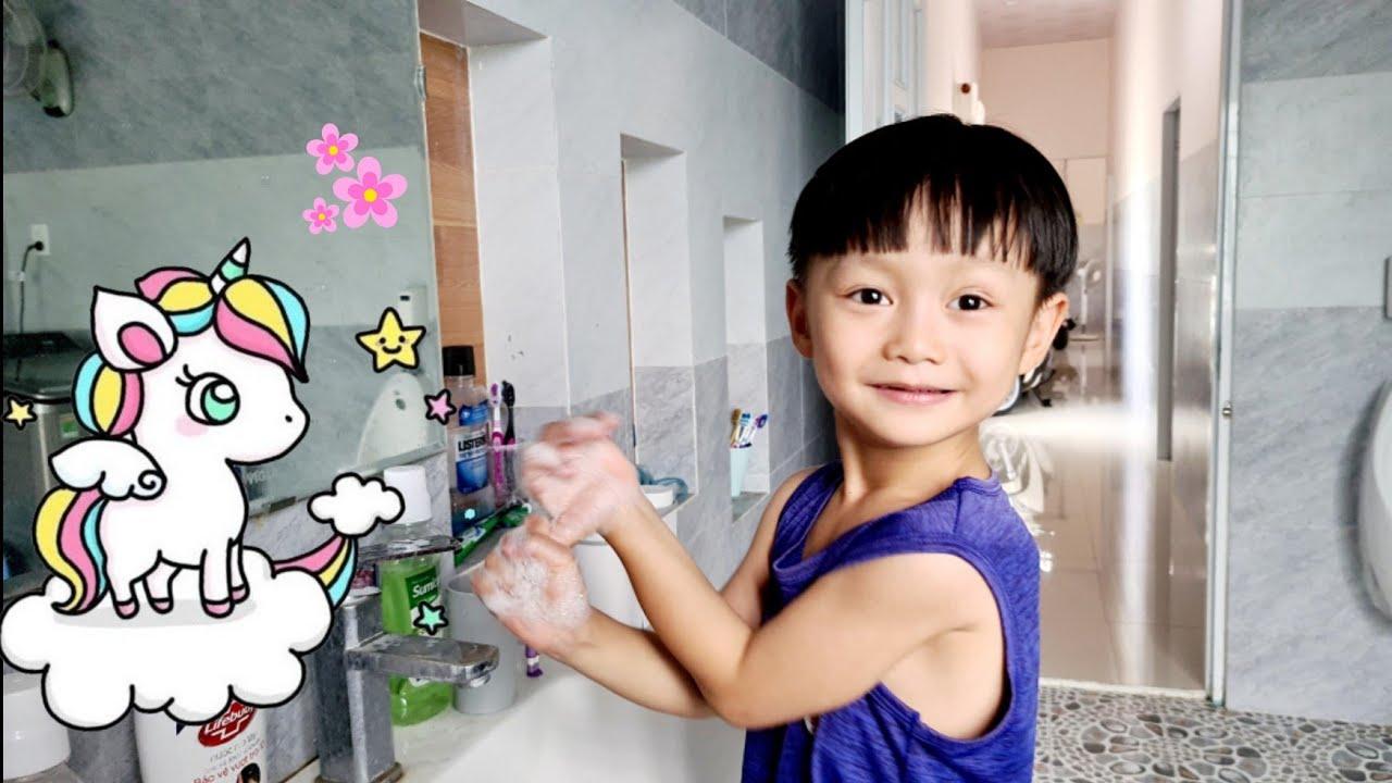Tin rửa tay diệt khuẩn - Dạy bé rửa tay trước khi ăn ❤