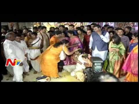 Nannapaneni Rajakumari Blesses Allari Naresh and Virupa   EVV Wedding   Aaryan Rajesh