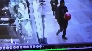 sokakta balona rövaşata çekmeye kalkan eleman :)) Video