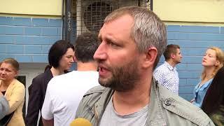 Кинорежиссёр Юрий Быков на акции у Басманного суда
