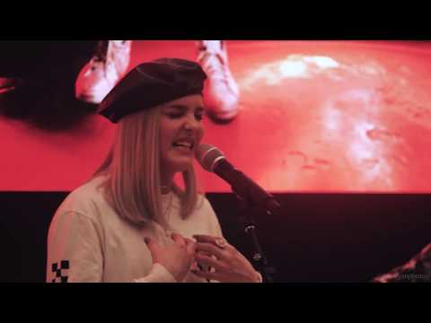 """Anne-Marie performs """"Friends"""" LIVE for the FIRST TIME EVER (Singapore)"""