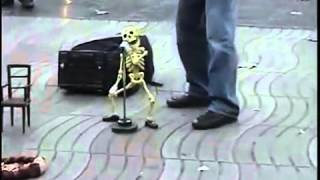 прикол танцуещий скелет