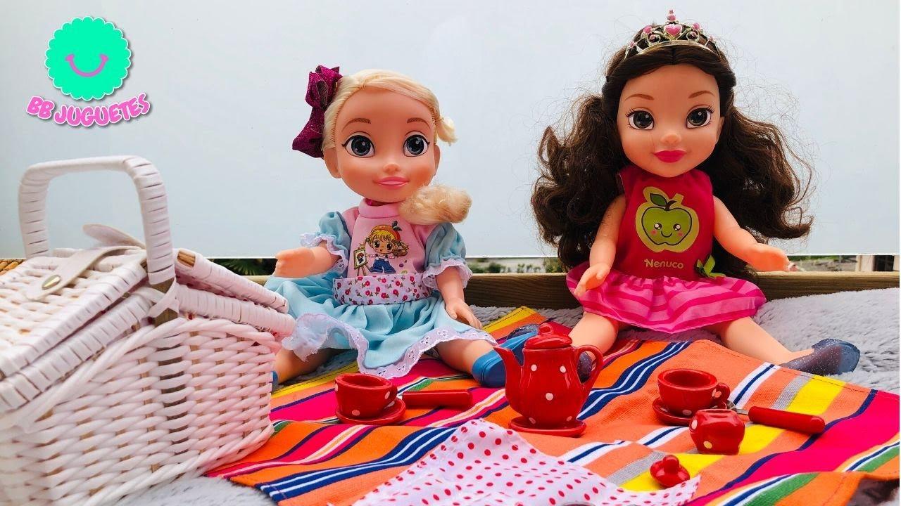 Las PRINCESAS DISNEY más bonitas ELSA Y BELLA toman el té en la terraza con su CESTA DE PICNIC 💝
