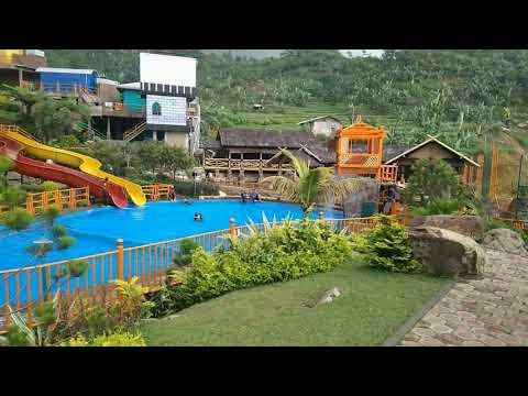 Vila Khayangan dan Curug Ciherang Bogor