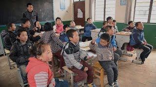 ここは中国農村部の小学校。3年生の毛勝智(マオ・シャンチ)は、お調子...