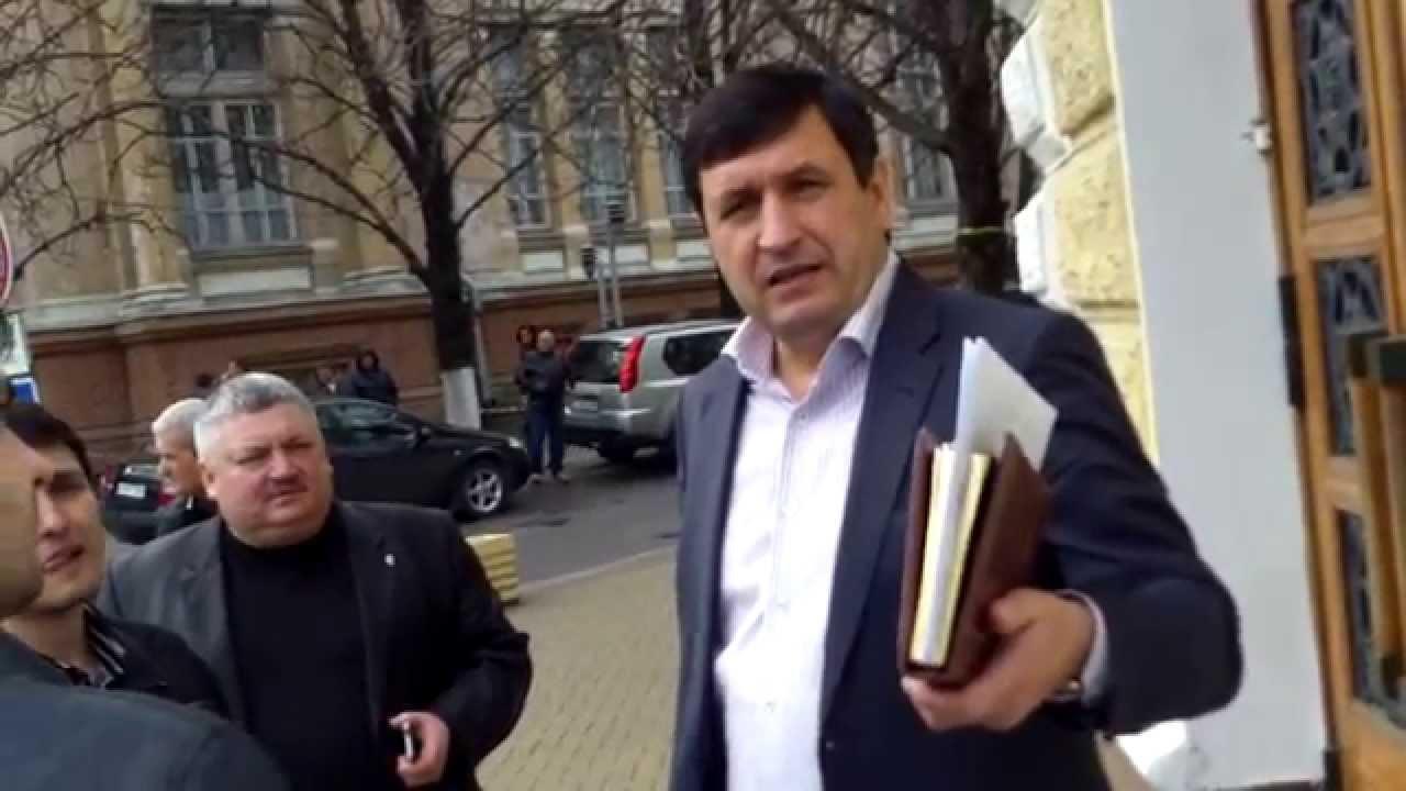 Moldovanu și Gurău spun că nu știu cine apără biserica de la spital