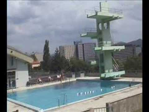 Jump into the water 10m platform pool outdoor