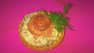 Супер закуска на праздничный стол! Улетает сразу! Розочки в тарталетках с красной рыбой.