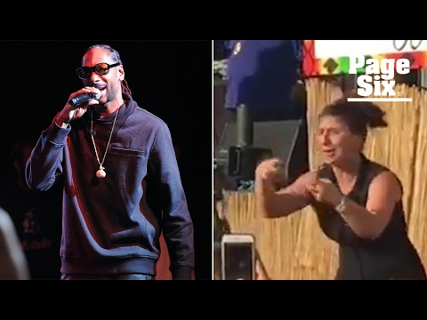 Snoop Dogg overshadowed by enthusiastic sign language interpreter | Page Six Mp3