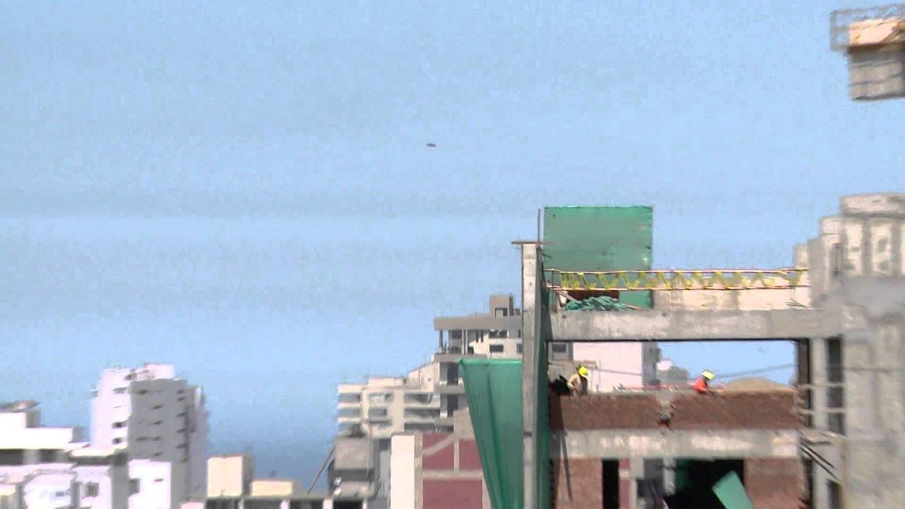 Un OVNI filmé par une équipe de journalistes à Lima
