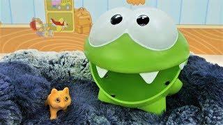 Видео для детей с игрушками. Ам Ням и новый питомец.