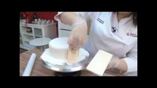 Cómo hacer y cubrir una tarta con fondant. Modelado de figuras