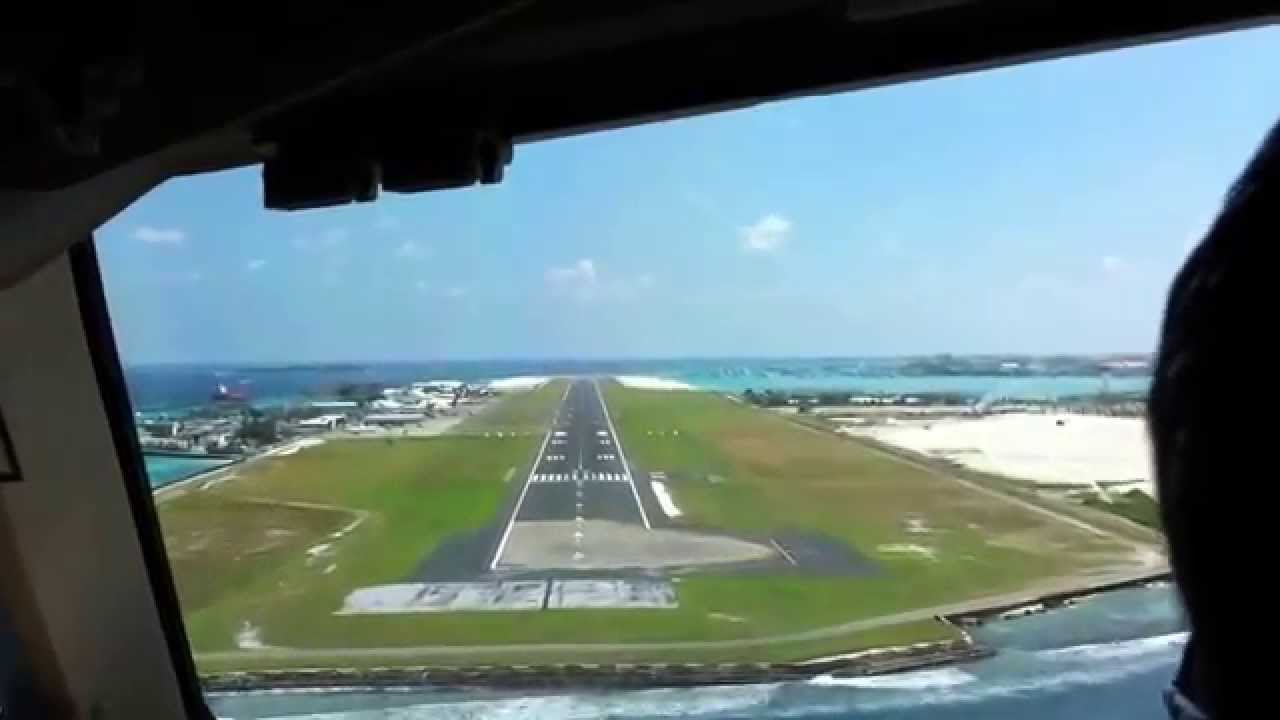 Aeroporto Male : Landing from cockpit in male airport maldives youtube