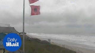 Winds from Hurricane Florence batter shores of North Carolina