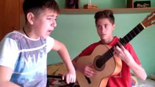 Niño cantando flamenco al alba