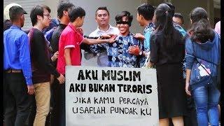 Aku Muslim Aku Bukan Teroris - Social Experiment , Reaksi Non Muslim Terhadap Seorang Muslim Video