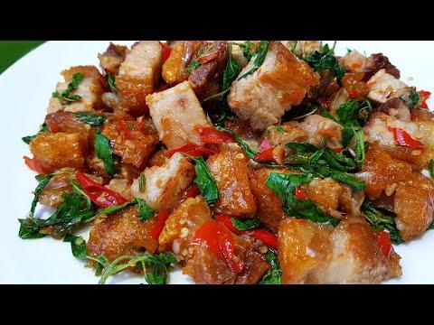 กับข้าวกับปลาโอ 650 : ผัดกะเพราหมูกรอบ (หมูกรอบสูตรเร่งด่วน)  stir fiied crispy pork with holy basil