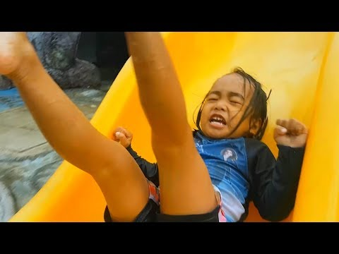 Water Park Slides Fun With Yohan And Baby Alive - Donna The Explorer