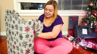 One of Bumble Baylee's most viewed videos: OPENING CHRISTMAS PRESENTS!