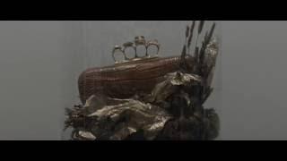 Выставка клатчей Alexander McQueen