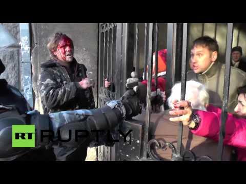 Ukraine: Dozens injured as fresh riots erupt in Kiev
