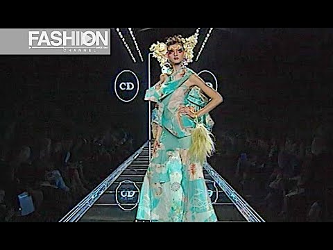 CHRISTIAN DIOR Fall 2003 2004 Paris - Fashion Channel