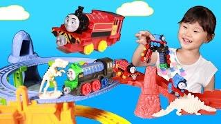 공룡 화석을 모아라! 토마스 디럭스 공룡 트랙 세트 뽀로로 기차 장난감 놀이 きかんしゃトーマス Thomas and Friends โทมัส ของเล่น 라임튜브