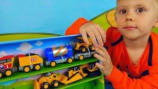 Строительные машины CAT с железной дорогой - Видео для детей с машинками и Даником(В этом развивающем видео для детей, мальчик Даник и его папа распакуют игровой набор с строительными рабочи..., 2016-01-15T05:30:00.000Z)