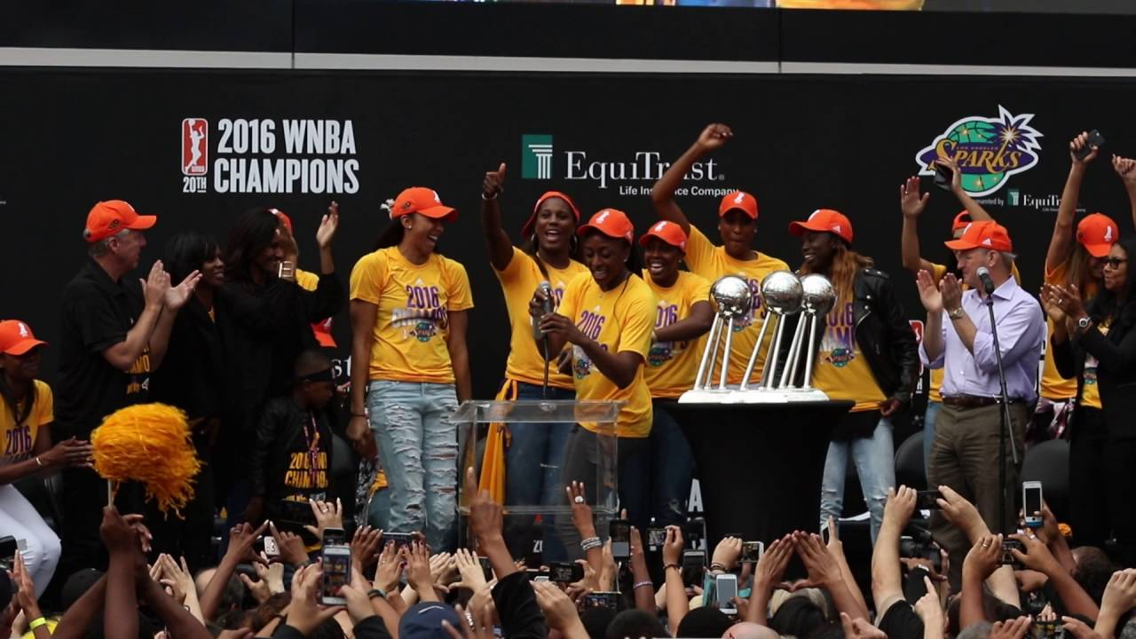 2016 WNBA Champions Candace Parker & Nneka Ogwumike - YouTube