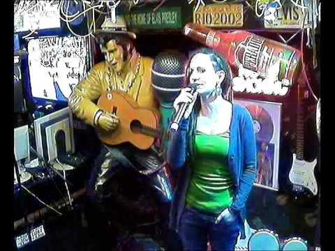 Rebecca singt Halleluhja im Karaoke Fun Pub Stuttgart http://www.funpub.de