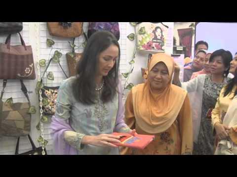 Majlis Perasmian Pameran Seni Jahitan Kreatif 2013 Oleh Raja Puan Besar Perak