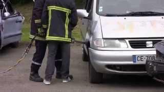 Démonstration d'utilisation d'écarteur et pince à découpe de véhicule
