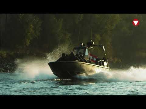 HIGHTECH // Sturmboot