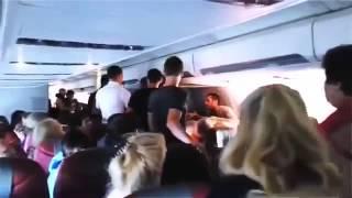 драка на самолете . русские такие тупые что даже в самолете дерутся