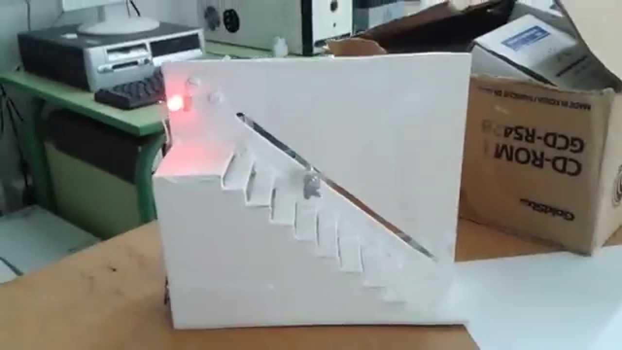 Maqueta escalera con motor el ctrico youtube for Materiales para hacer una escalera