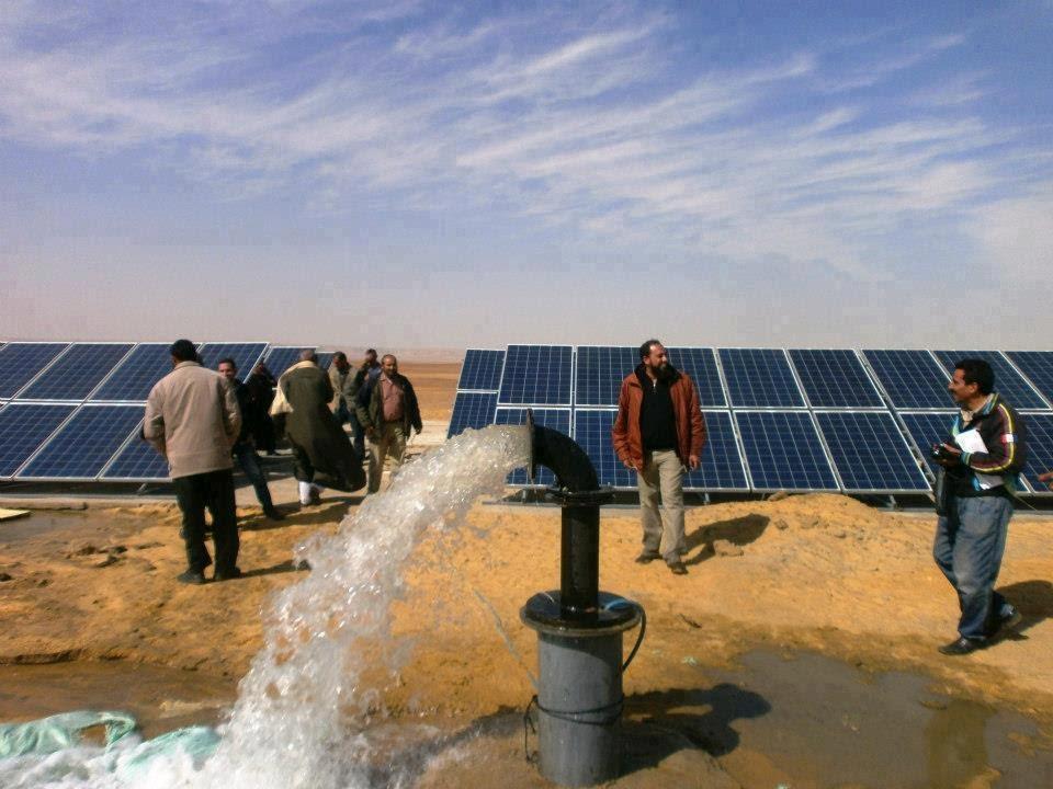 استخراج مياة جوفية للري بواسطة الطاقة الشمسية Youtube