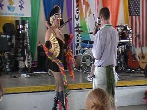 The best drag queen dancing 2MOD