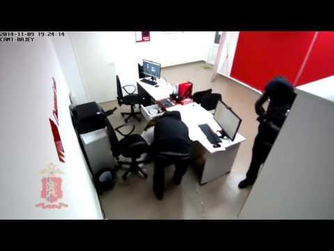 Оперативное видео ограбления пунктов выдачи займов