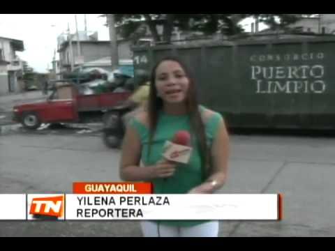 Moradores de la Martha de Roldós denuncian mal uso de contenedores