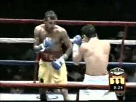 "Alexander ""El Explosivo"" Muñoz vs. Julio David Roq..."