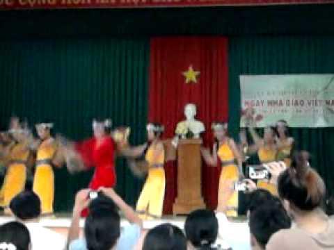HOA BAN VAO LOP 8/2 THCS HIEP HOA 2012