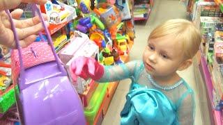 Эльза Алиса Холодное Сердце выбирает подарок для подружки Gift for birthday Frozen Elsa costume