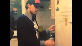 Дима Билан не открывается холодильник =)(, 2013-10-25T21:58:26.000Z)
