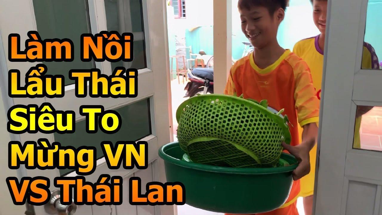 Đỗ Kim Phúc thăm nhà Văn Anh làm nồi lẩu siêu to chúc ĐT Việt Nam thắng Thái Lan ở World Cup Bóng Đá