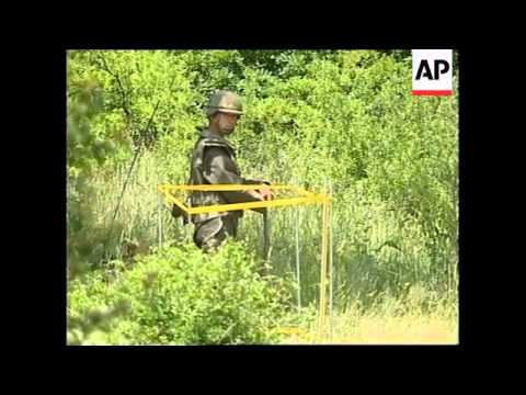 YUGOSLAVIA: KOSOVO: FRENCH TROOPS HELD UP BY MINES