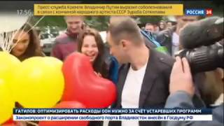 Девушки устроили секс-тренинг в центре Москвы