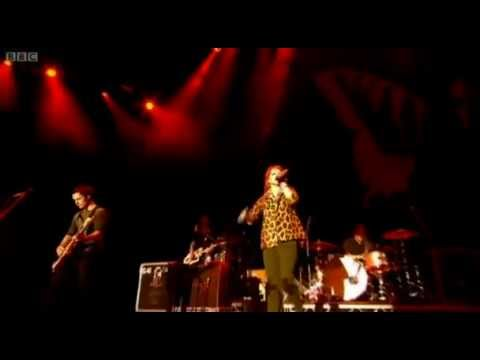 Paramore - Live at Reading And Leeds Festival 2010 (FULL SHOW)