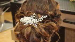 Низкий пучок из локонов на основе валика. Видеоурок Loose wedding/prom updo Tutorial